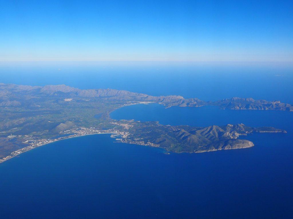 Ironman 70.3 Strecke: Mallorca hafen Strand Mittelmeer Luftaufnahme